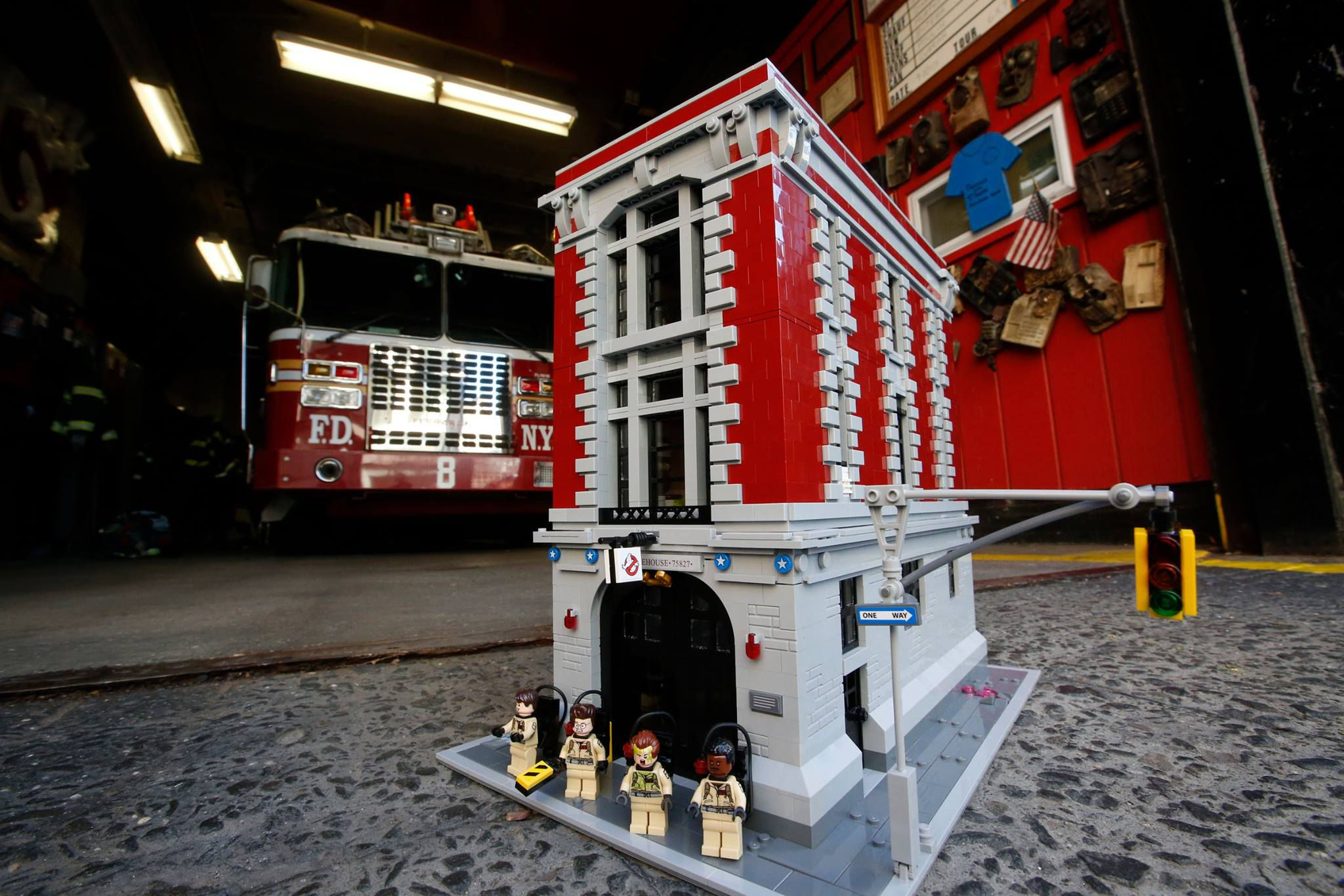 LEGO Ghostbusters 75827 Ghostbusters Feuerwehr-Hauptquartier 75827-Ghostbusters-Firehouse-Headquarters_img01.jpg