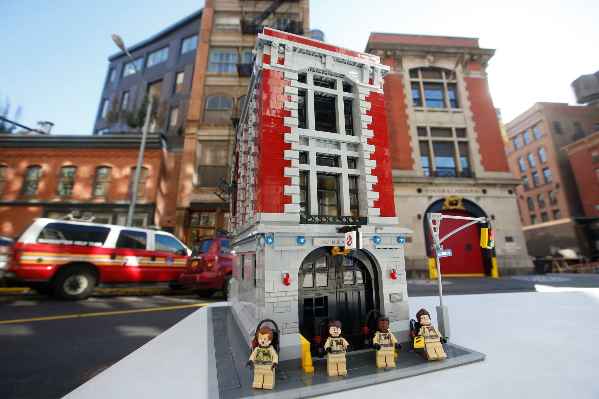 LEGO Ghostbusters 75827 Ghostbusters Feuerwehr-Hauptquartier 75827-Ghostbusters-Firehouse-Headquarters_img02.jpg