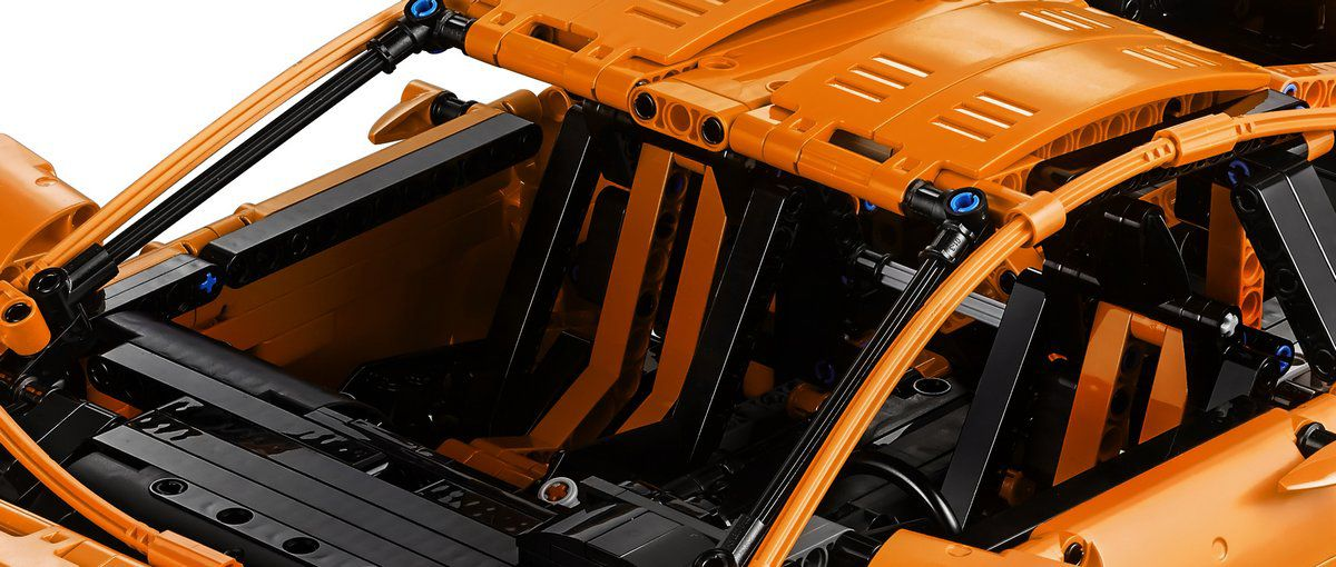 LEGO Technic 42056 Porsche 911 GT3 RS LEGO-Technic-42056-Porsche-911-GT3-RS-inside-view.jpg