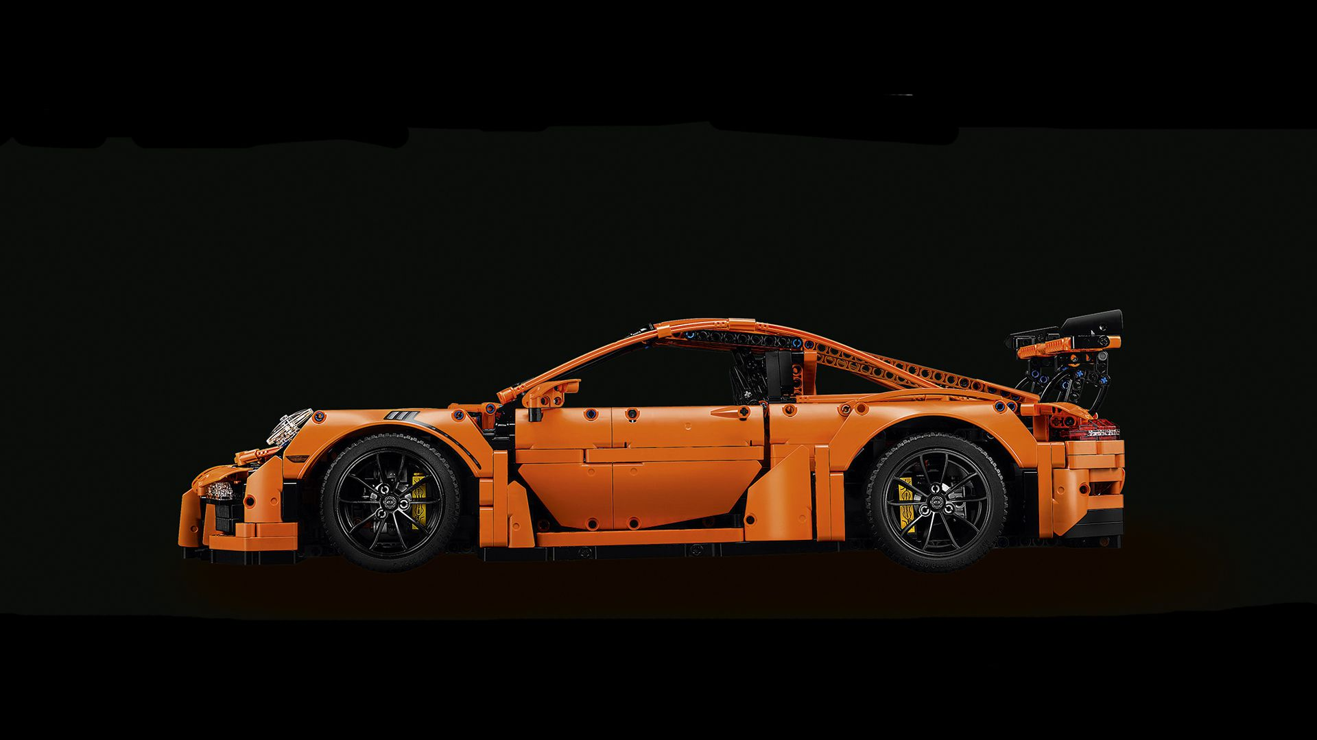 LEGO Technic 42056 Porsche 911 GT3 RS LEGO-Technic-42056-Porsche-911-GT3-RS-side.jpg