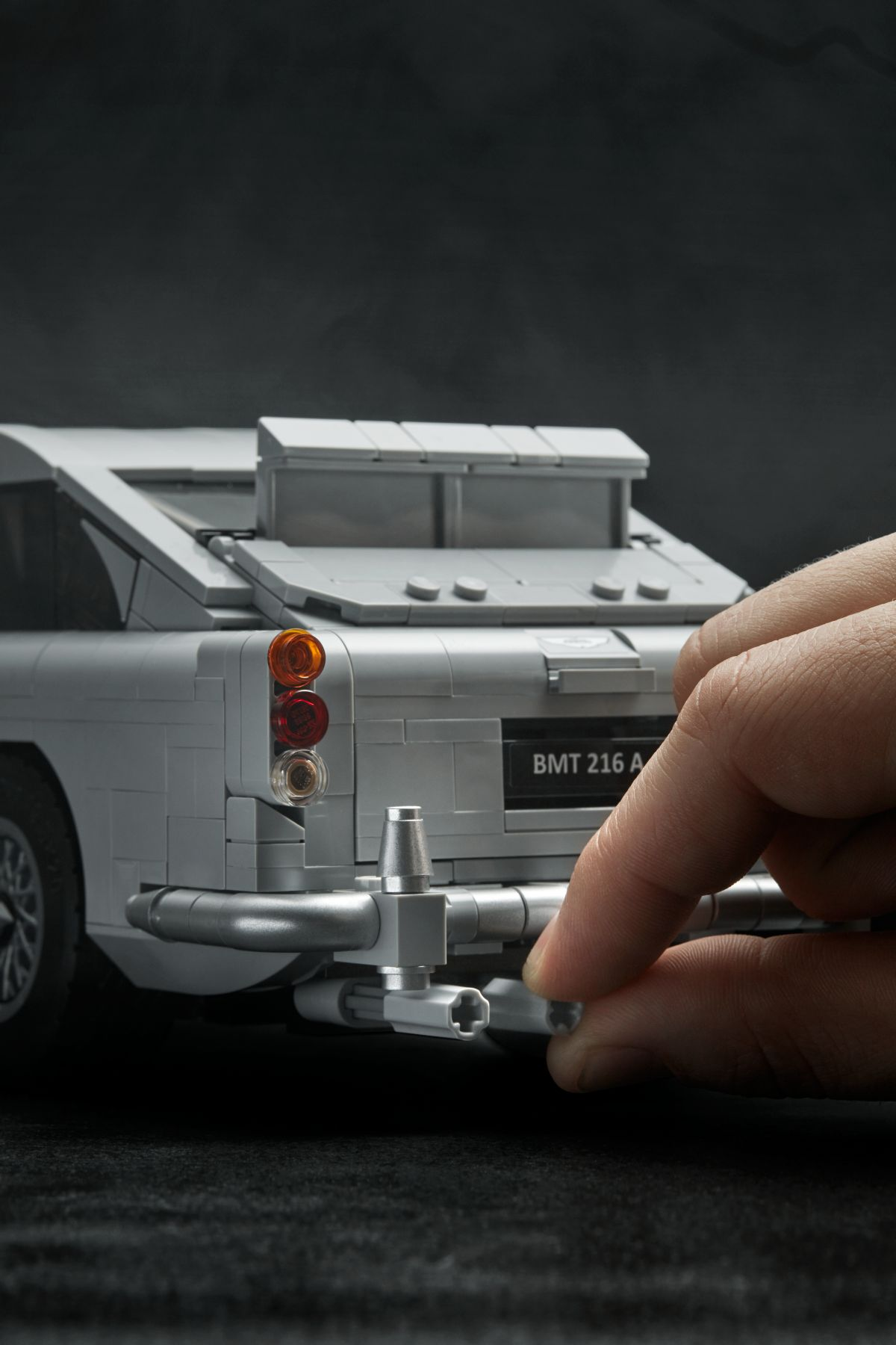 LEGO Advanced Models 10262 James Bond Aston Martin DB5 LEGO_10262_alt12.jpg