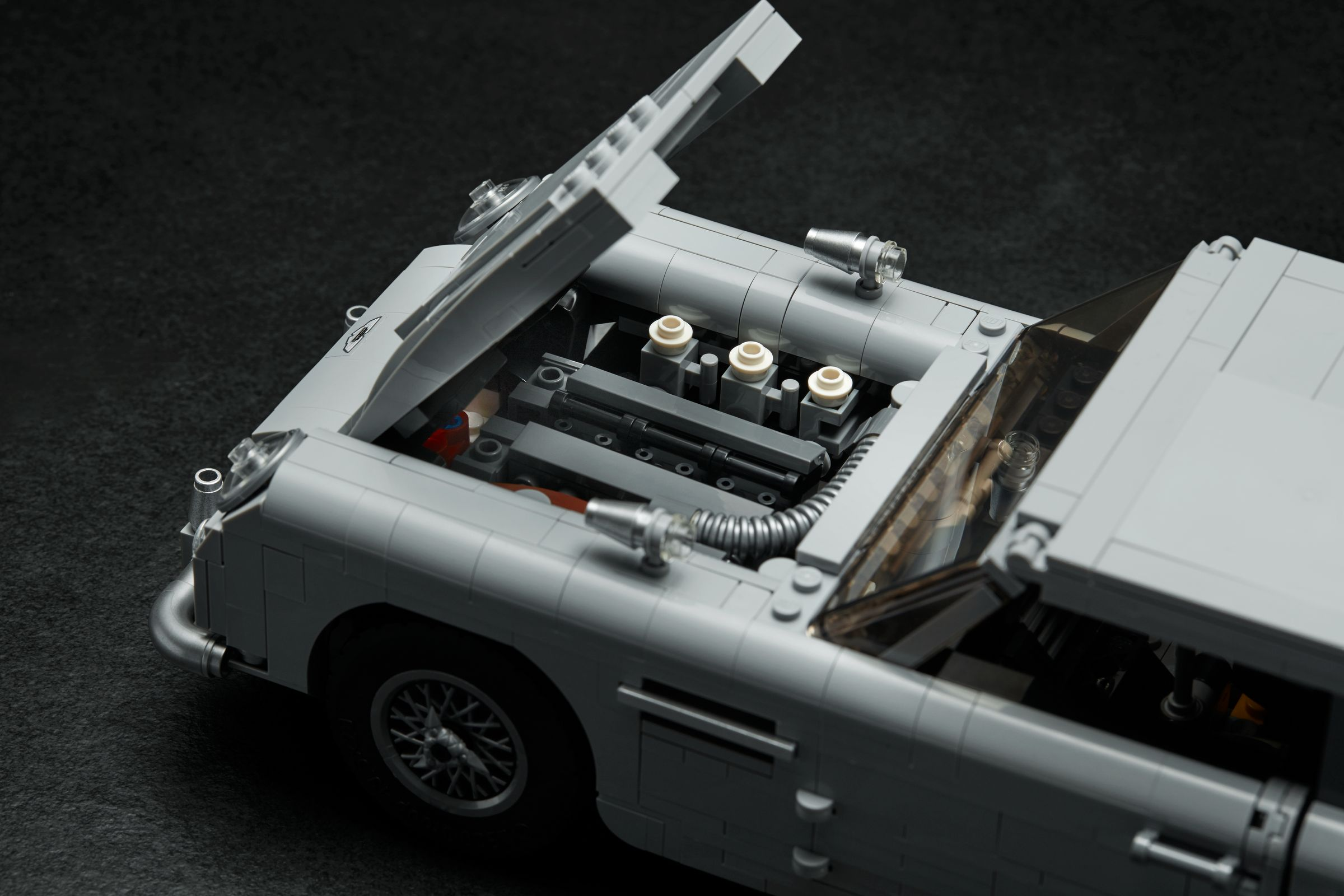LEGO Advanced Models 10262 James Bond Aston Martin DB5 LEGO_10262_alt6.jpg