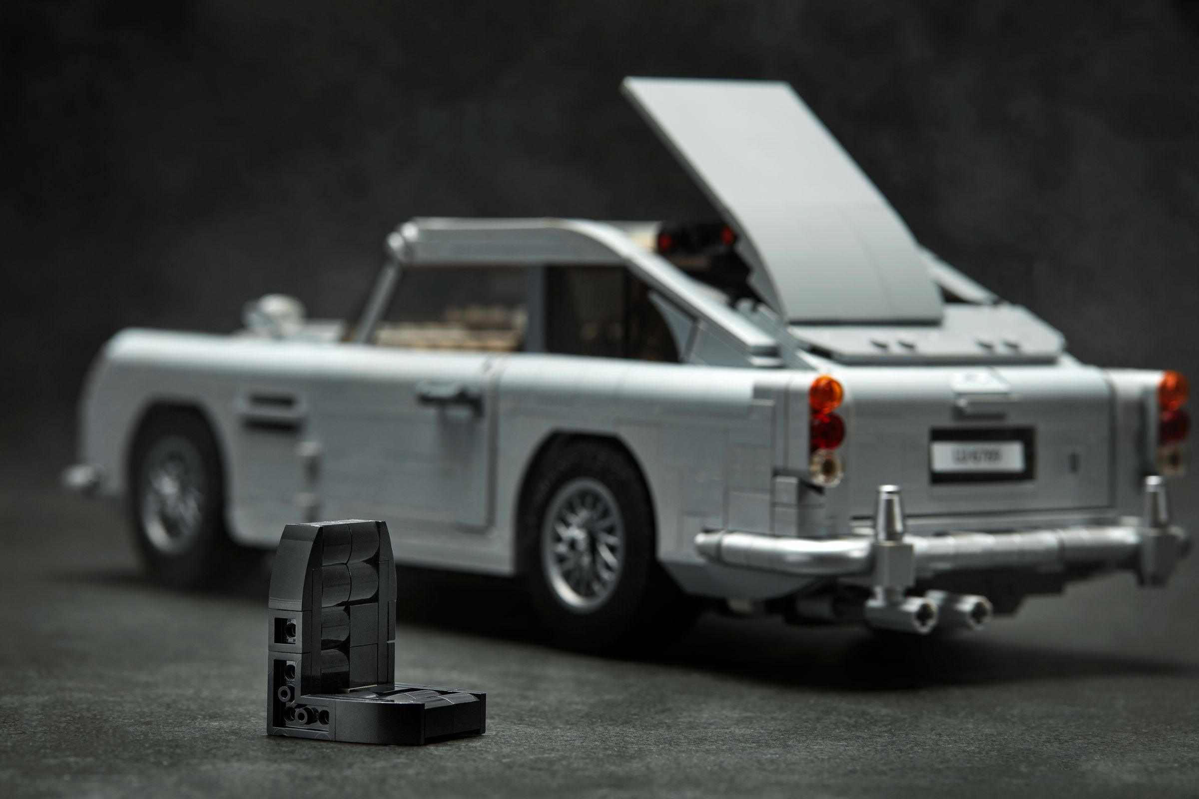 LEGO Advanced Models 10262 James Bond Aston Martin DB5 LEGO_10262_alt7.jpg