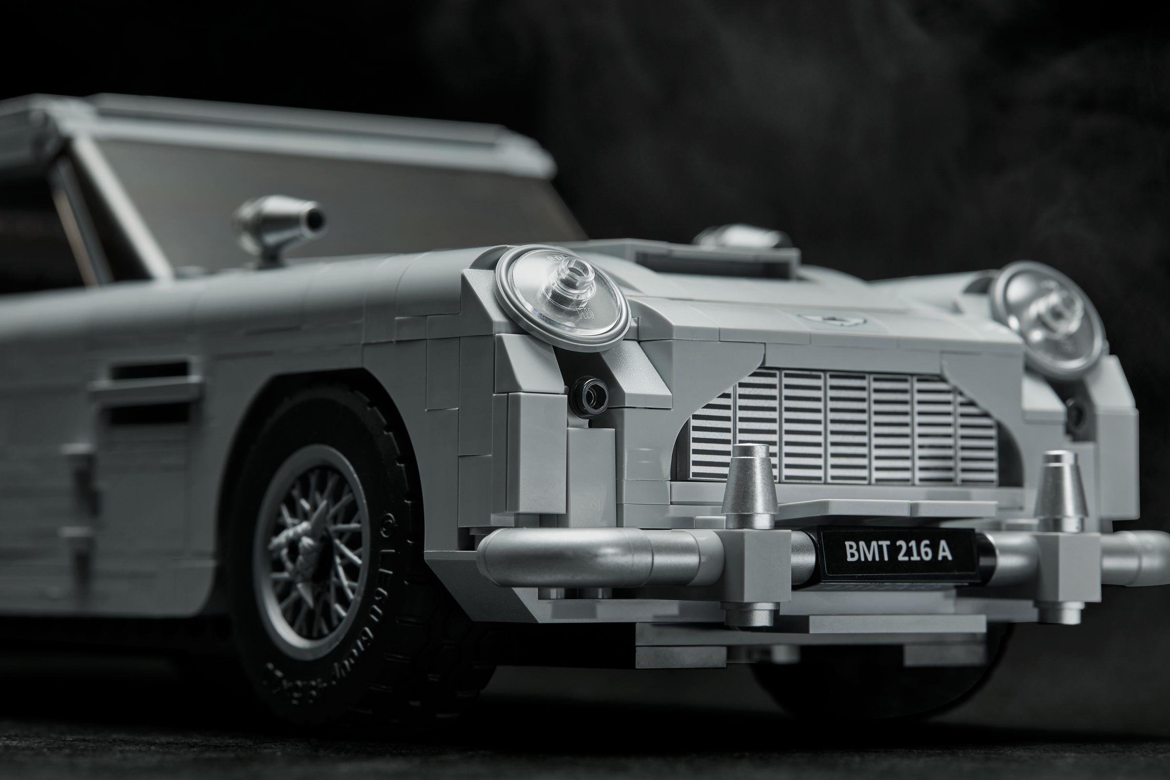LEGO Advanced Models 10262 James Bond Aston Martin DB5 LEGO_10262_alt8.jpg