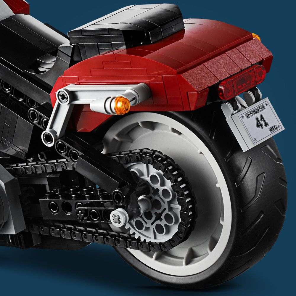 LEGO Advanced Models 10269 Harley-Davidson® Fat Boy® LEGO_10269_alt14.jpg