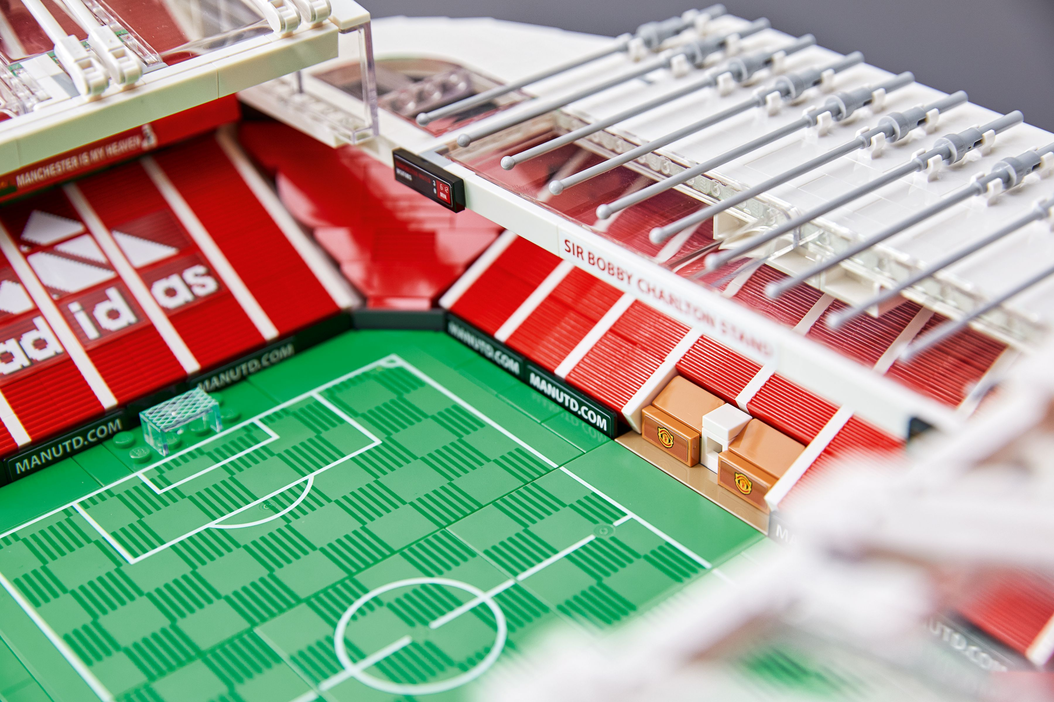 LEGO Advanced Models 10272 Old Trafford - Manchester United LEGO_10272_alt3.jpg