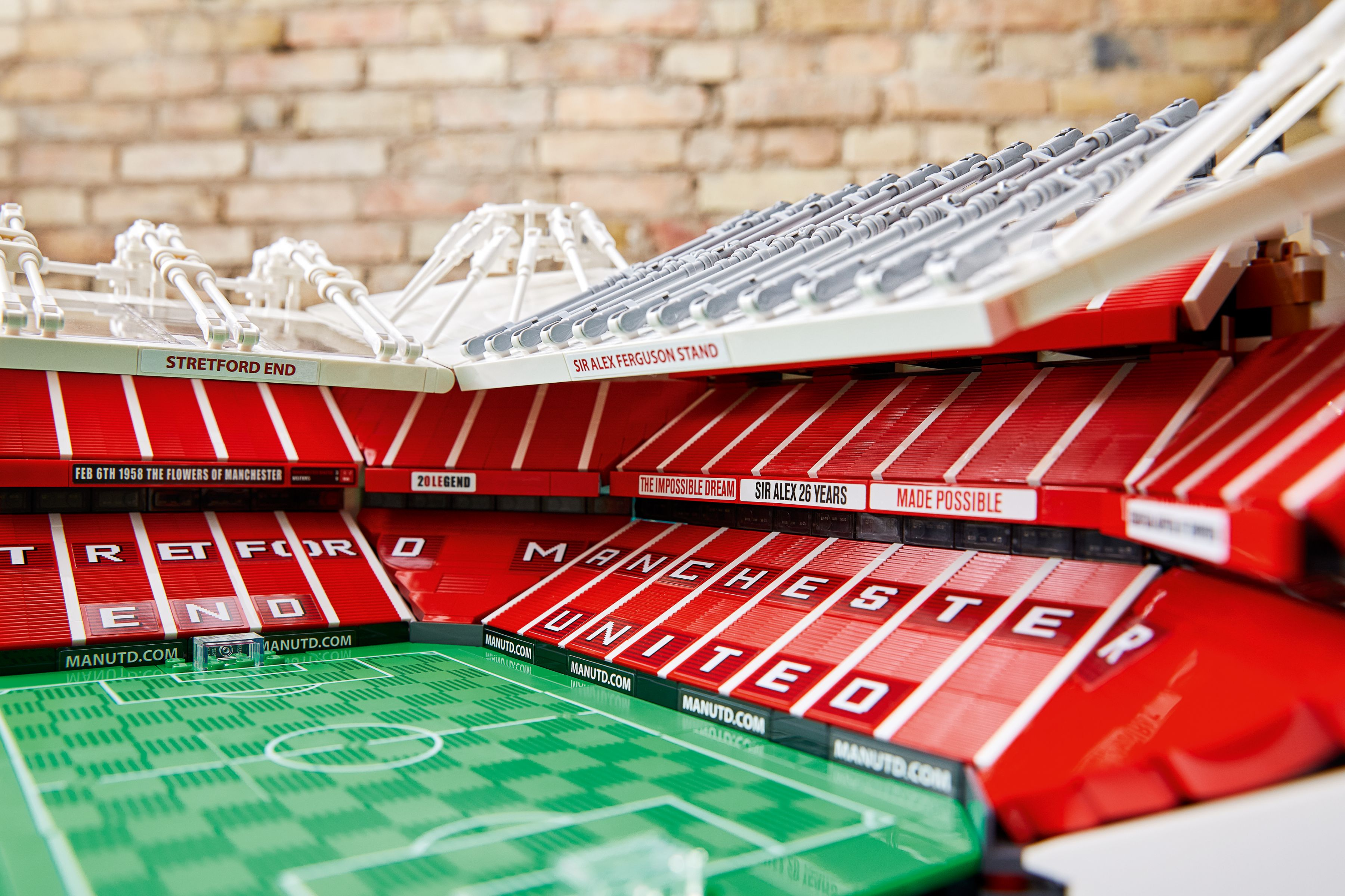 LEGO Advanced Models 10272 Old Trafford - Manchester United LEGO_10272_alt4.jpg