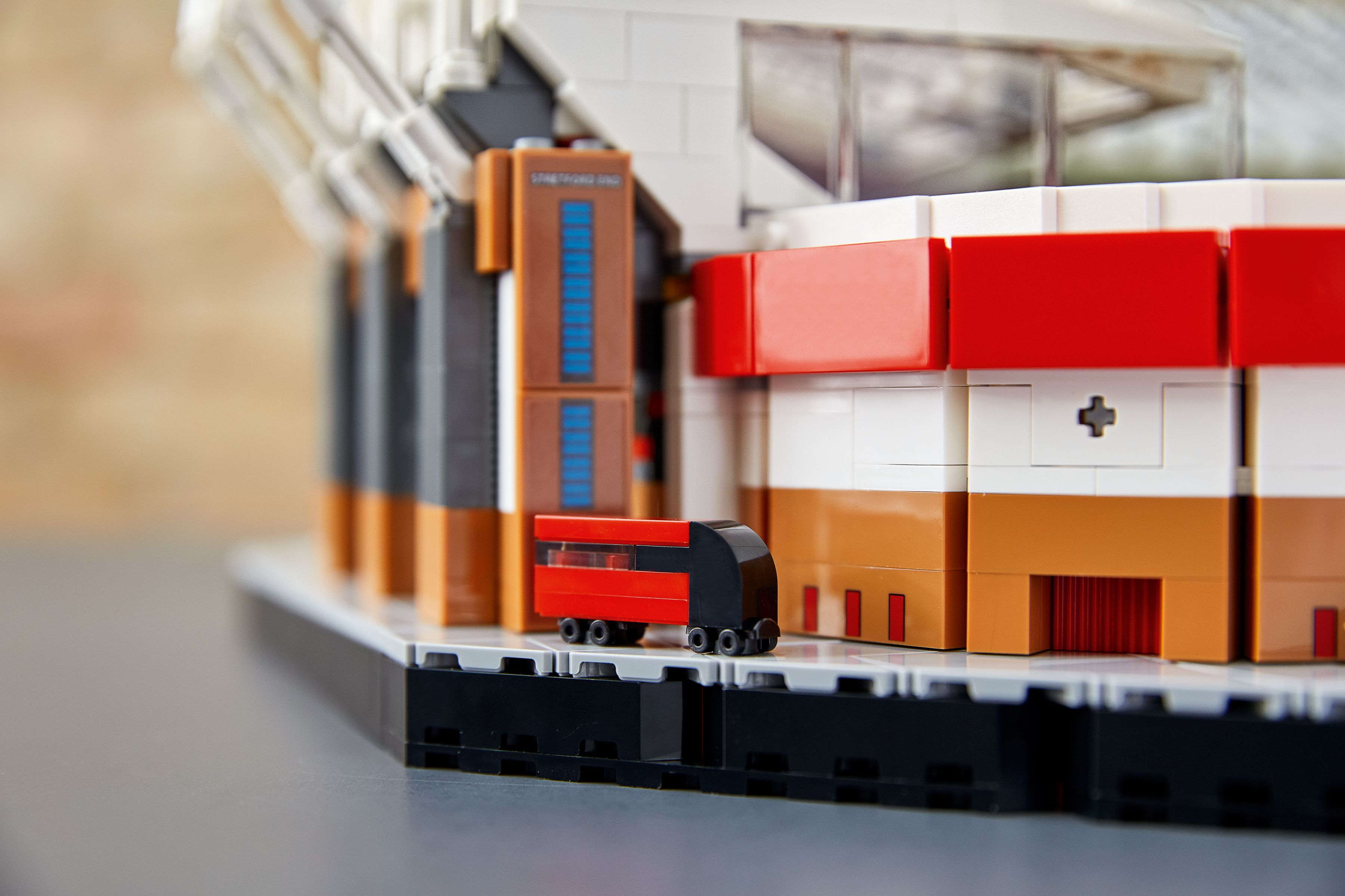 LEGO Advanced Models 10272 Old Trafford - Manchester United LEGO_10272_alt6.jpg