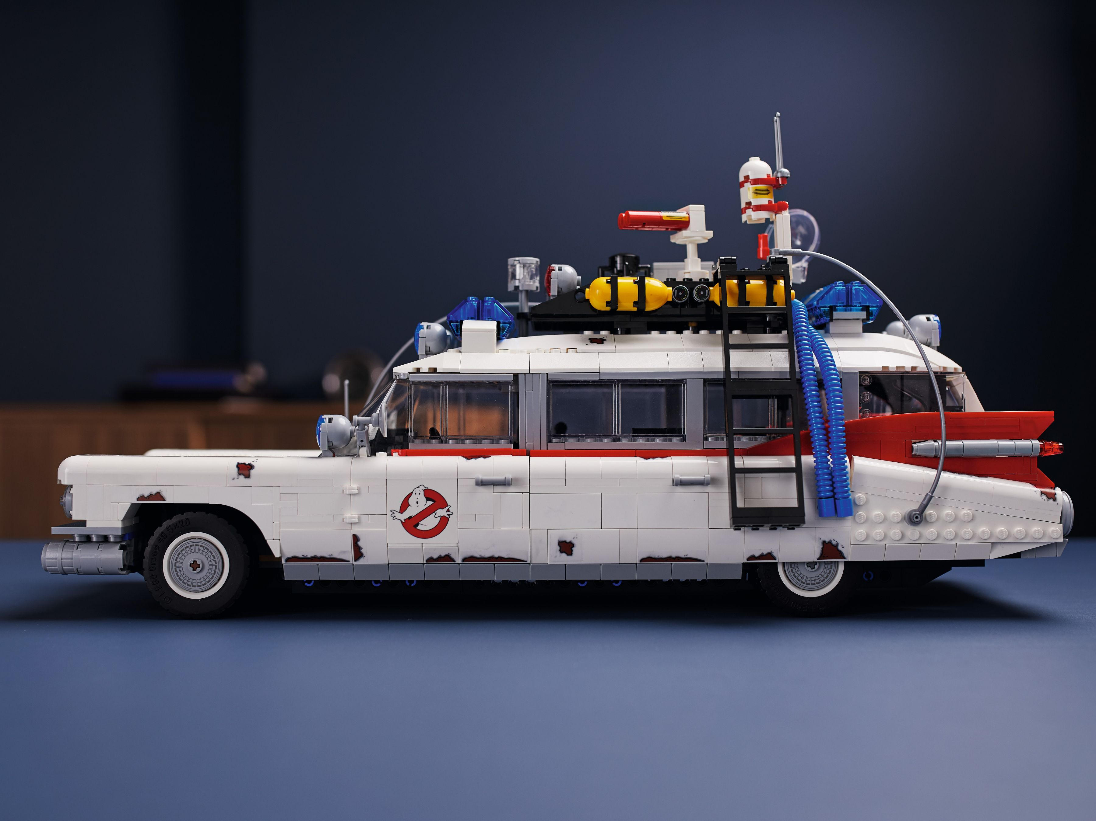 LEGO Advanced Models 10274 Ghostbusters™ ECTO-1 LEGO_10274_alt16.jpg
