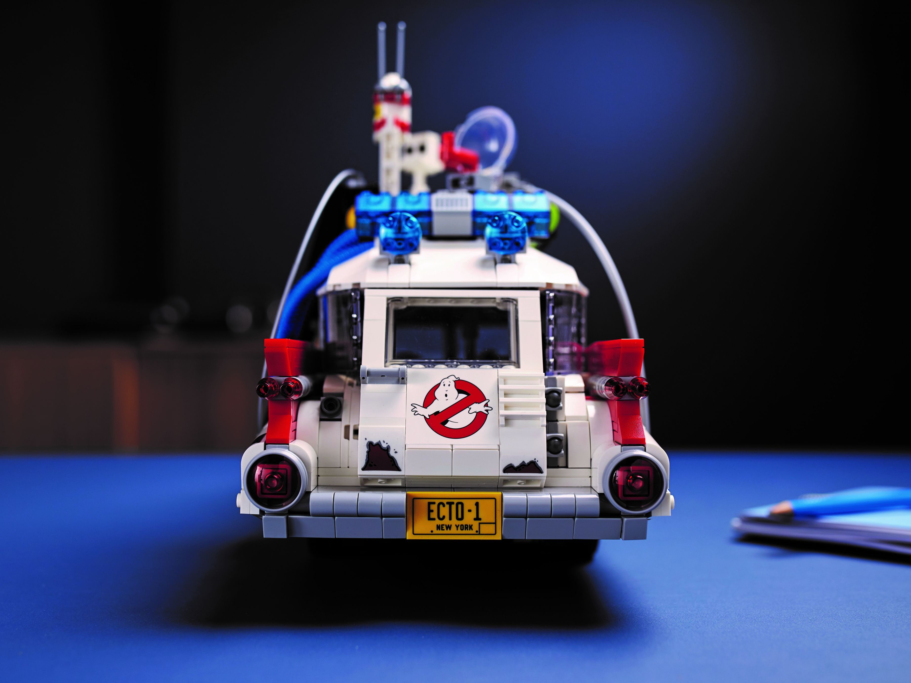 LEGO Advanced Models 10274 Ghostbusters™ ECTO-1 LEGO_10274_alt18.jpg