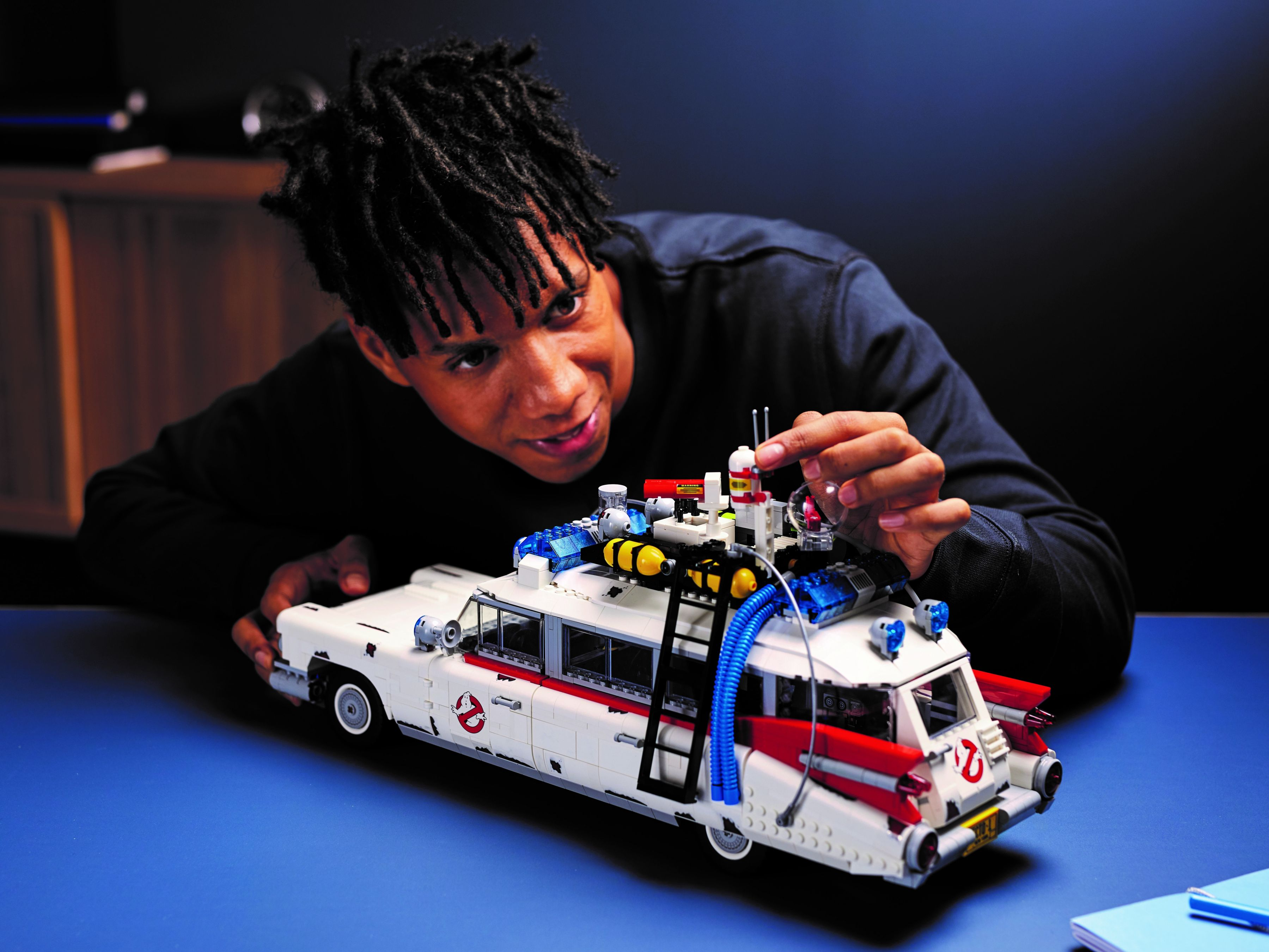 LEGO Advanced Models 10274 Ghostbusters™ ECTO-1 LEGO_10274_alt19.jpg