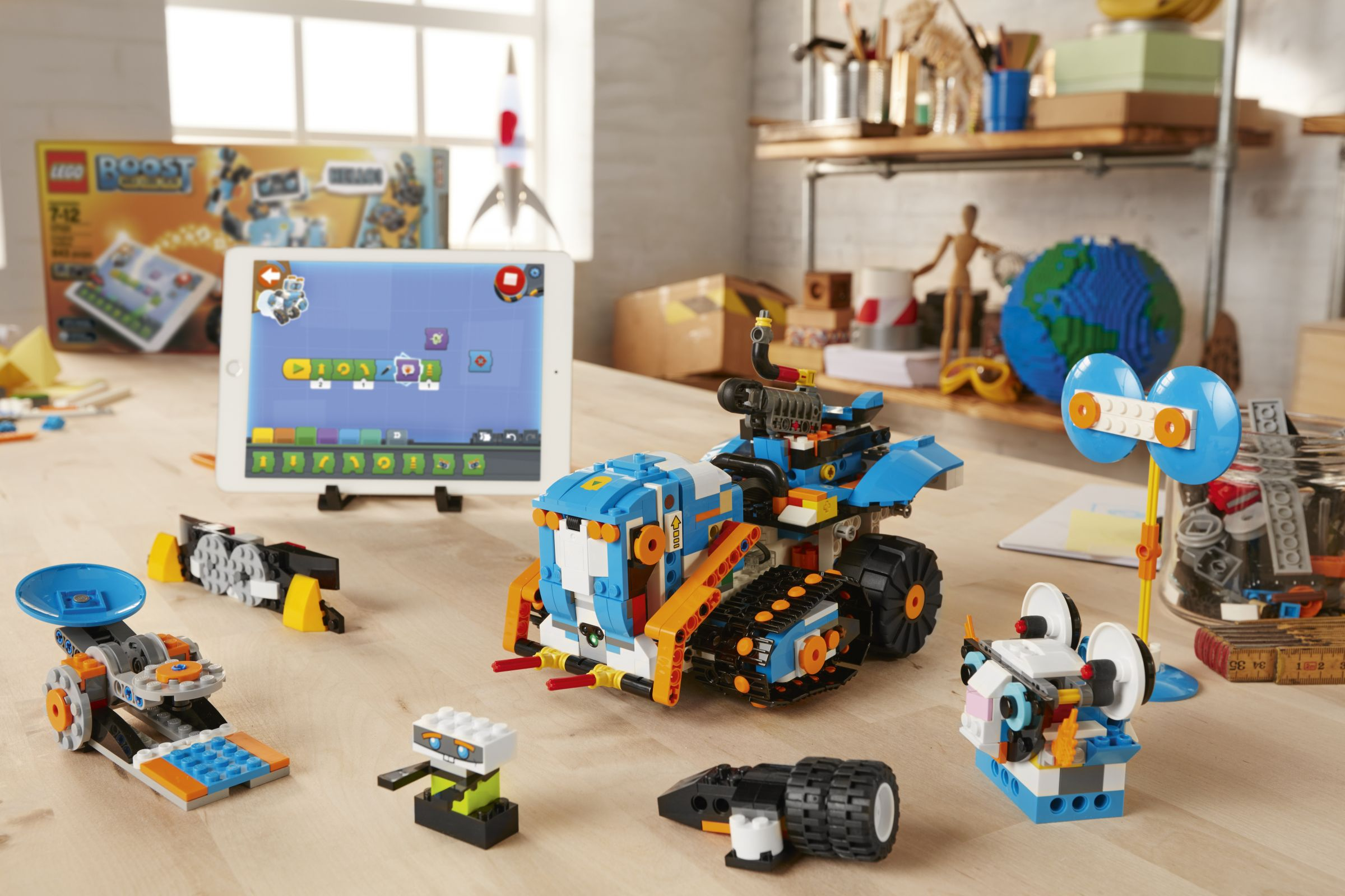 LEGO BOOST 17101 Creative Toolbox LEGO_BOOST_MTR_ALONE_V025 2.jpg