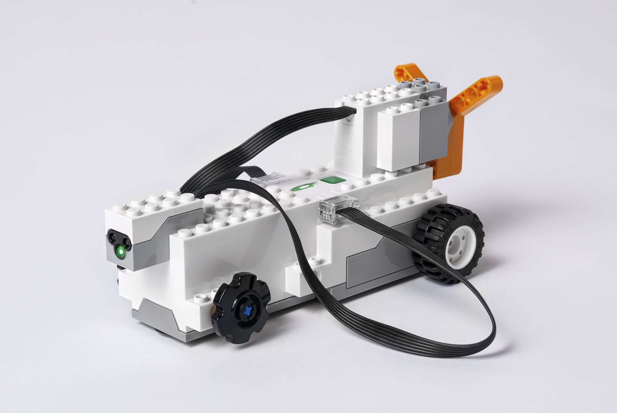 LEGO BOOST 17101 Creative Toolbox LEGO_BOOST_WHITE_START_V001.jpg