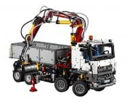 LEGO Technic 42043 Mercedes Benz Arocs 3245 - © 2015 LEGO Group