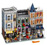 LEGO Advanced Models 10255 Assembly Square / Stadtleben - © 2017 LEGO Group