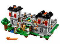 LEGO Minecraft 21127 Die Festung - © 2016 LEGO Group