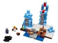 LEGO Minecraft 21131 Türme aus Eis - © 2017 LEGO Group