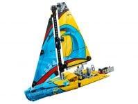 LEGO Technic 42074 Rennyacht - © 2018 LEGO Group